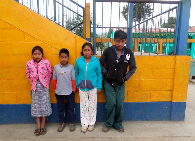 Die Geschichte von Wilmer Gustavo Baten López Wilmer ist Junge, der starke körperliche Einschränkungen aufgrund seines rechten Fußes hat, da er diesen nicht abwinkeln kann. Er lebt zusammen mit seinen sechs Geschwistern und seinen Eltern Santos Alfredo und Santos Julia in Armut und unter sehr einfachen Bedingungen. Seine Geschwister Mynor (3. Klasse Grundschule), Hilda (4. Klasse Grundschule) und Delmi (4. Klasse Grundschule) besuchen bereits die Schule, seine zwei weiteren Geschwister gehen noch nicht zur Schule. Vielen herzlichen Dank für Deine/Eure Unterstützung. Yannic Wexenberger Yalla Yalla Kultur hilft! e.V.