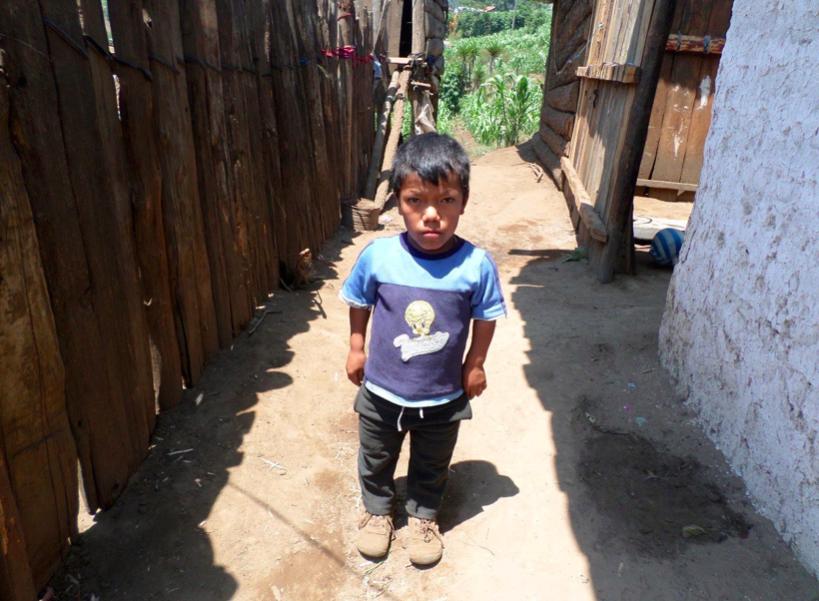 (César wird bereits unterstützt, vielen Dank!) Die Geschichte von César Augusto Chancavac Cuyuch César ist ein 13 Jahre alter Junge, der zur Zeit die 4. Klasse der Grundschule besucht.  Er zeigt großes Interesse am Lernen in der Schule und ist sehr eifrig.  Leider leidet César unter den auftretenden Problemen seiner Krankheit Mikrosomie (Kleinwüchsigkeit).  Sein Vater Juan und seine Mutter Alejandra leben zusammen mit ihm und seinen acht Geschwistern unter prekären Verhältnissen. Es fehlt nicht nur an Kleidung, sondern leider auch an Nahrungsmitteln. Vielen herzlichen Dank für Deine/Eure Unterstützung.